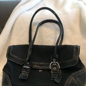 Classic mini sig Coach bag with free wristlet!